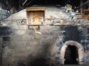 焼成室が何段も分けられた大きな窯。