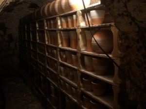 登り窯も見学。窯焚きを待つ陶器たちが広い窯にぎっしりと。大きいお祭りのときには、一度に数千を仕上げるそう。