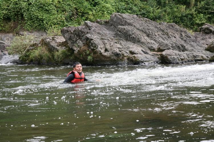当日のハンサムさんは、川下りはしておりません。