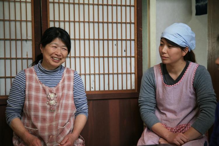 民宿のおかみさん、かよこさんと、娘さんでランチ作ってくれる美穂さんですよ。